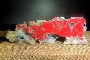 请石友们看看这石头是大红袍鸡血石吗?