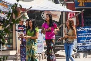中国人去缅甸做什么生意赚钱?
