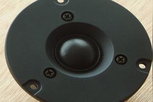 音箱分频器上的氖管烧了,能用灯泡代替吗