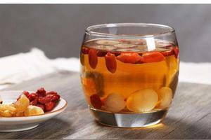 红枣枸杞桂圆菊花泡水喝的功效