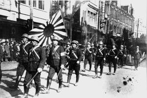 在外交场面上,现在很少见到日本天皇为何