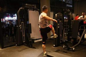 为什么运动员的肌肉还不如健身爱好者明显?