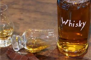 威士忌和白酒相比,哪一个口感更辣一些