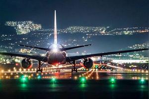 飞机开大灯能看到什么?有什么作用