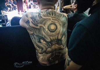 满背纹身价格,1000元的满背纹身图片