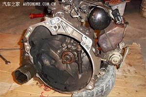 手动挡汽车在减挡的时候,离合器需要快速松开还是慢点松开