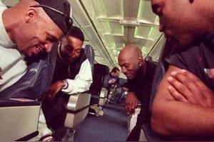 乔丹在去客场飞机上和队友打牌都玩多大的呢?为何小球员都不敢参与?