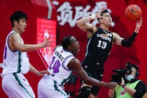 九连胜,继续领跑积分榜!辽宁男篮会挤掉广东男篮成为新霸主吗?